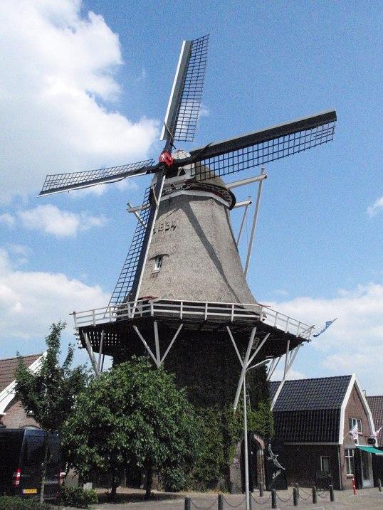 800px-De_Zwaluw_2_-_Hoogeveen